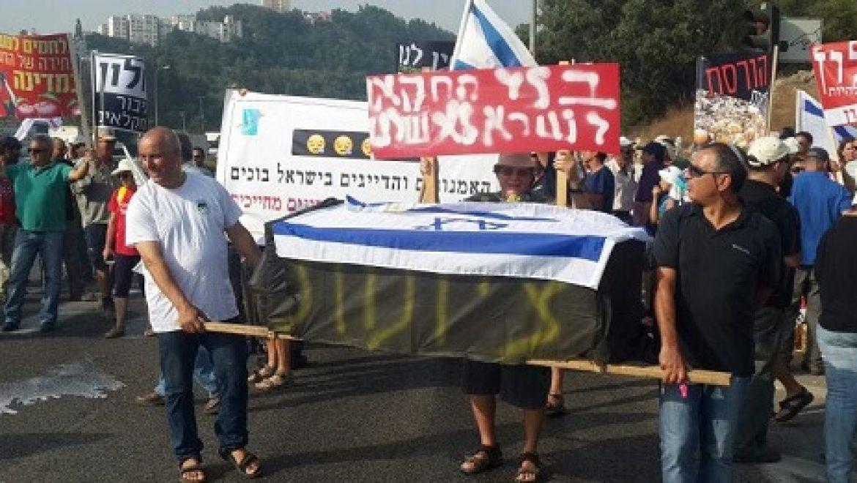 במחאה על חוק ההסדרים: החקלאים חסמו ארבעה צמתים מרכזיים